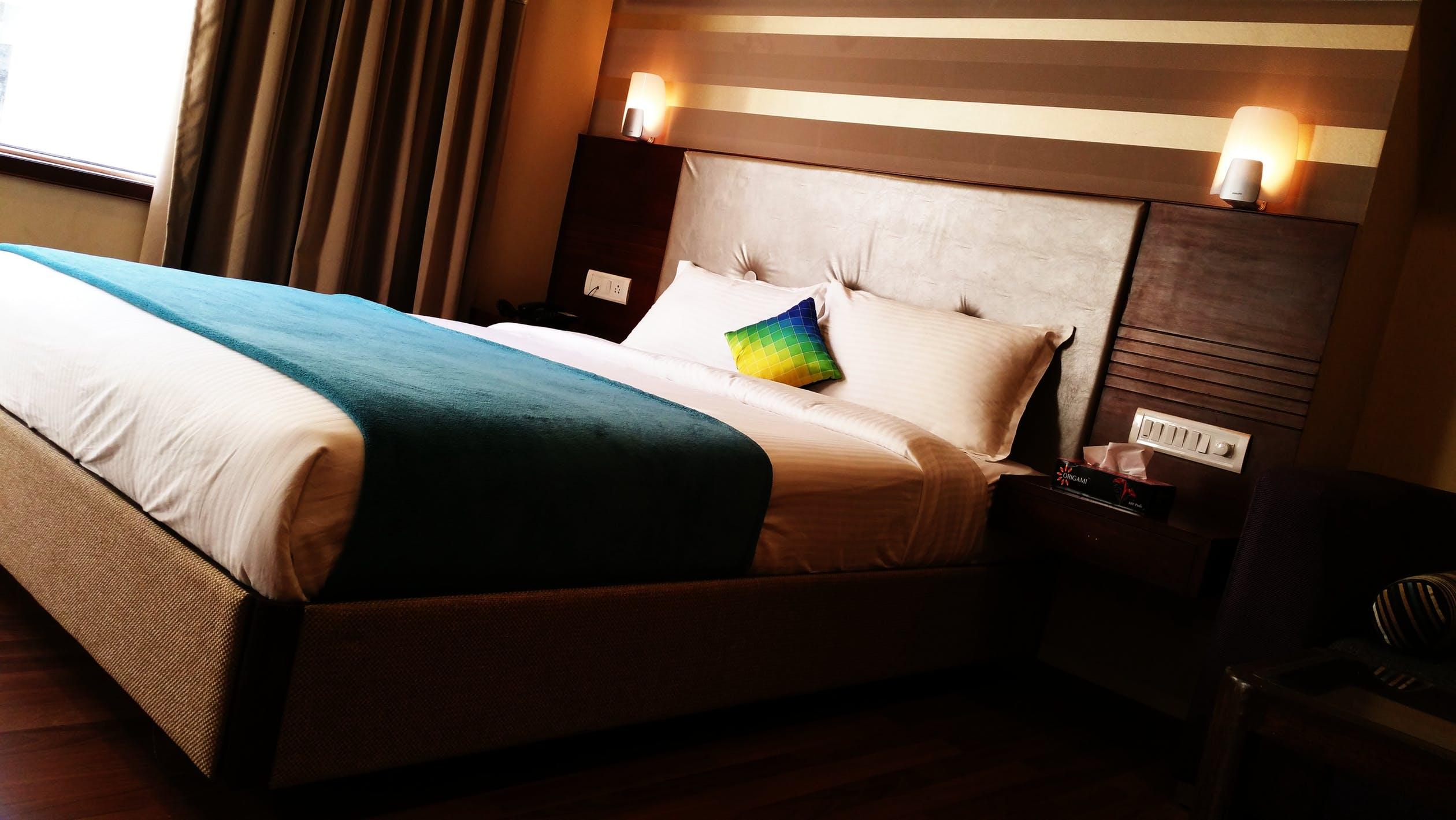 Kinkiety Nad łóżkiem W Sypialni Na Jakiej Wysokości
