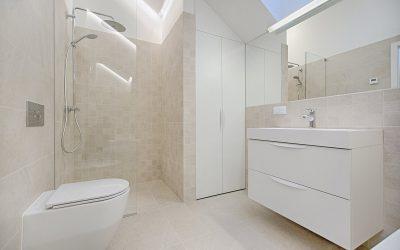 Oświetlenie małej łazienki – jak je rozsądnie rozplanować?